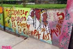 """Mural: """"Descolonizar mujeres"""""""