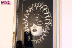 En homenaje a las mujeres Luis Ureta hizo estas máscaras