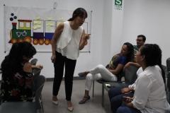 """Isabel Laura explicando el ejercicio práctico del """"compromiso del vagón"""