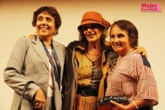 Elena Pasapera junto a 2 de las asistentes de la obra