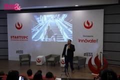 Ricardo Rodriguez exponiendo