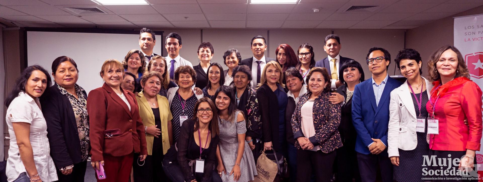 Ponentes, equipo de MYS y amistades que apoyan propuesta de no Violencia impulsado por MYS